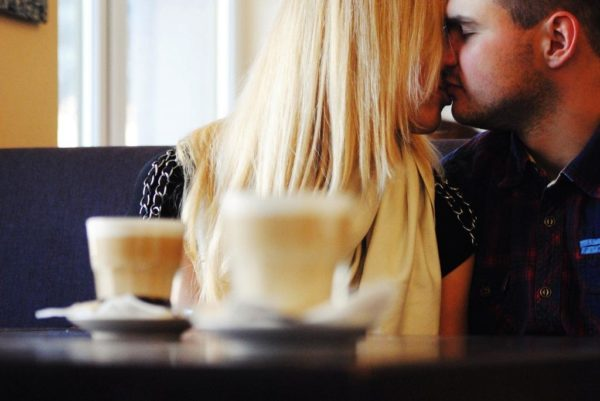 How to Keep a Relationship Strong and Happy (7 Useful Tips)